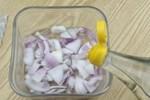 Hành tây ngâm giấm trắng, không ngờ nó lại có công dụng mạnh mẽ, giải quyết được nỗi lo của nhiều người, đơn giản và thiết thực