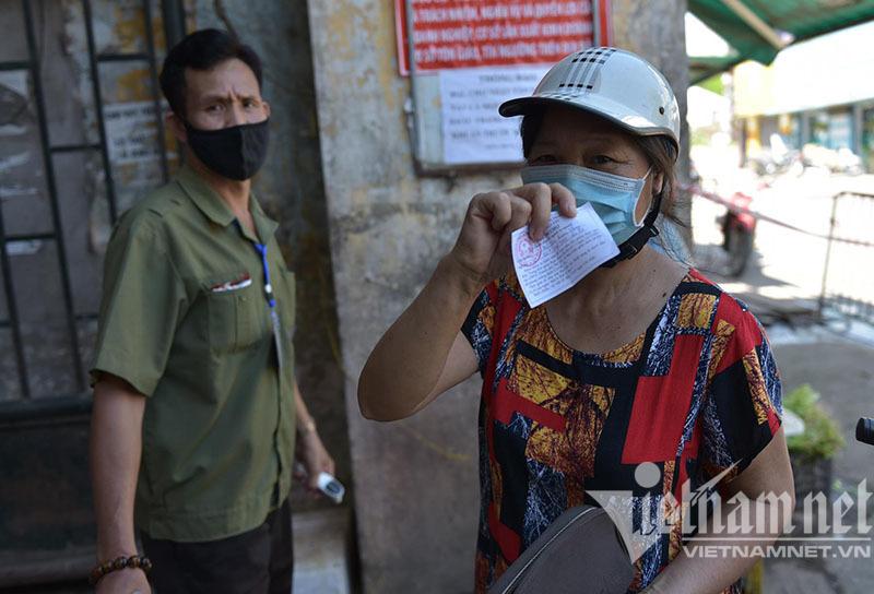 Nhận thẻ đi chợ, dân Hà Nội phân công, canh giờ mua mớ rau, con cá-3