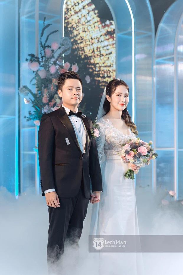 Vợ TGĐ Phan Thành check-in ở background thương hiệu nhà họ Phan, chắc là về ở biệt thự trong mùa dịch đây mà-1