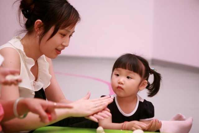 Đứa trẻ hay ghen tị và thích so sánh khiến quá trình trưởng thành bị cản trở, cha mẹ nên làm gì?-4