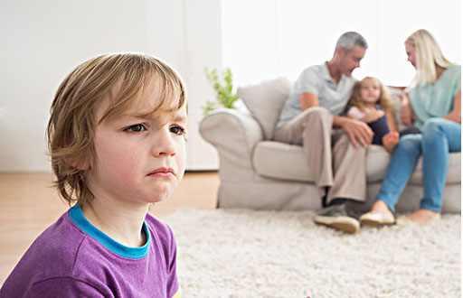 Đứa trẻ hay ghen tị và thích so sánh khiến quá trình trưởng thành bị cản trở, cha mẹ nên làm gì?-5