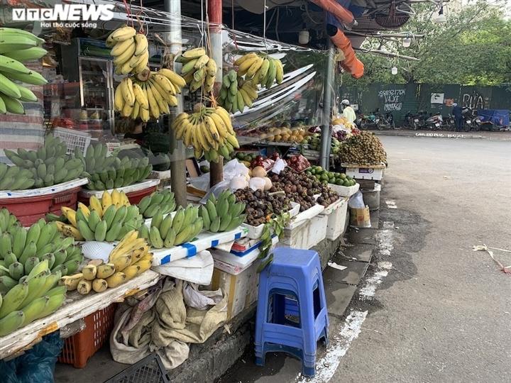 Hoa quả tươi đắt khách, cam tăng tới chục giá ở nhiều chợ Hà Nội-1