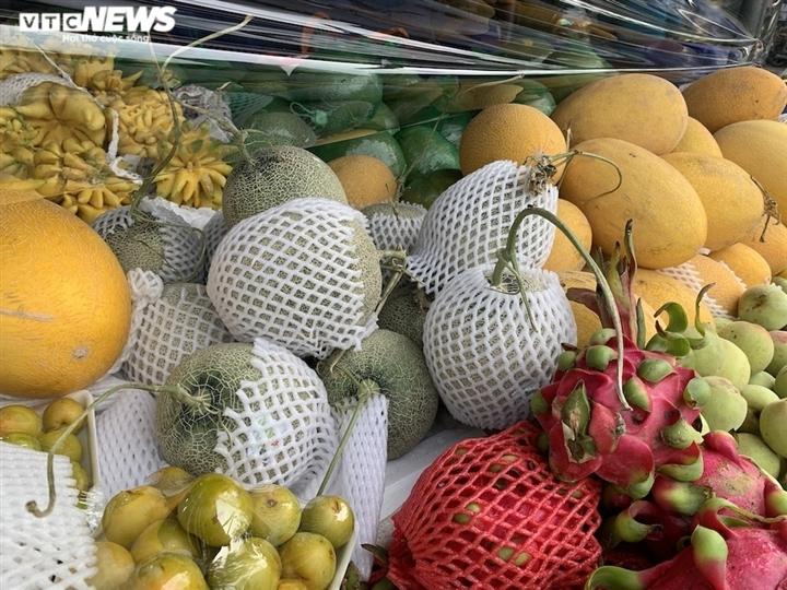Hoa quả tươi đắt khách, cam tăng tới chục giá ở nhiều chợ Hà Nội-11