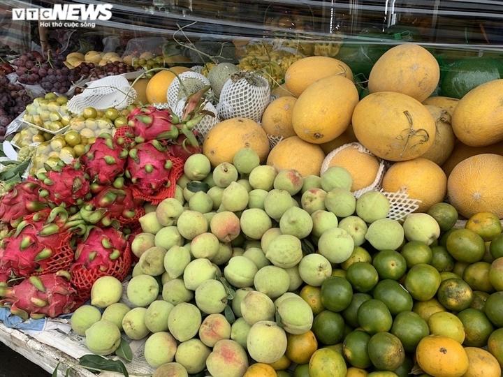 Hoa quả tươi đắt khách, cam tăng tới chục giá ở nhiều chợ Hà Nội-12
