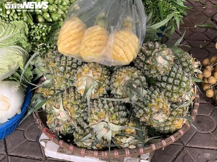 Hoa quả tươi đắt khách, cam tăng tới chục giá ở nhiều chợ Hà Nội-2