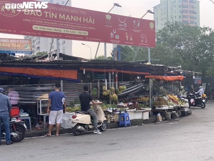 Hoa quả tươi đắt khách, cam tăng tới chục giá ở nhiều chợ Hà Nội-5