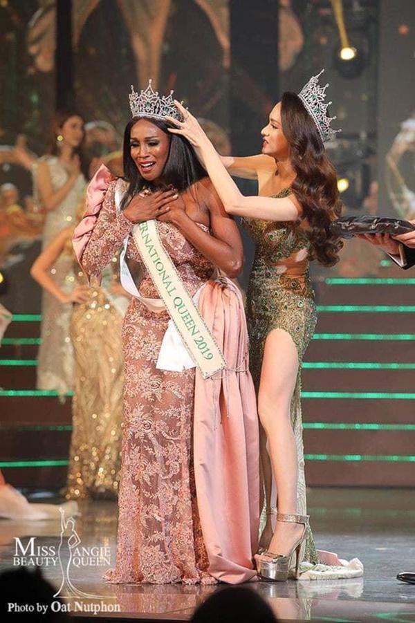 Sốc: Hoa hậu Chuyển giới Quốc tế kế nhiệm Hương Giang công khai đập mặt xây lại, nhan sắc biến dạng không nhận ra-6