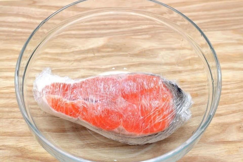 Mách mẹ các cách rã đông thịt cá nhanh gọn, không sợ mất chất, nhạt thịt-3