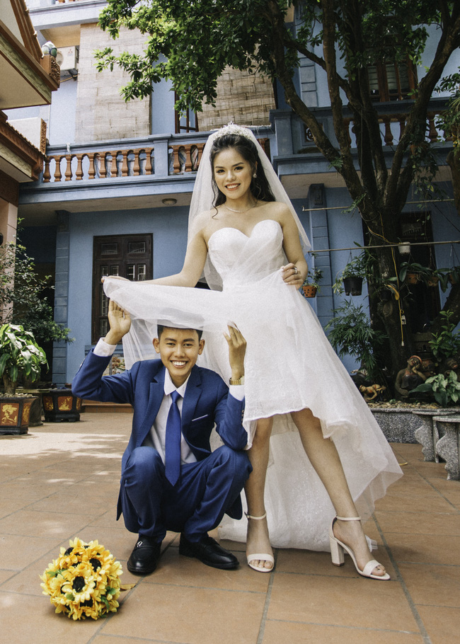 Chàng trai của Ẩm Thực Mẹ Làm đón thành viên mới: Phụ huynh mặc trang phục kỳ lạ chụp ảnh cưới và lời khuyên từ mẹ để hôn nhân hạnh phúc-2