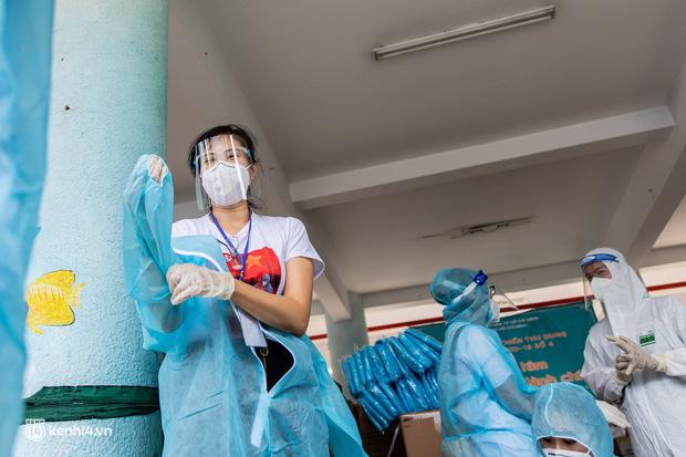 Sân khấu đặc biệt: Nơi ca sĩ Phương Thanh và các nghệ sĩ biểu diễn cho 4.000 F0 tại bệnh viện dã chiến-4