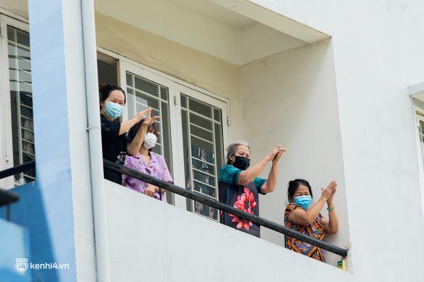 Sân khấu đặc biệt: Nơi ca sĩ Phương Thanh và các nghệ sĩ biểu diễn cho 4.000 F0 tại bệnh viện dã chiến-21