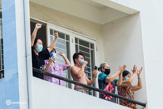Sân khấu đặc biệt: Nơi ca sĩ Phương Thanh và các nghệ sĩ biểu diễn cho 4.000 F0 tại bệnh viện dã chiến-20
