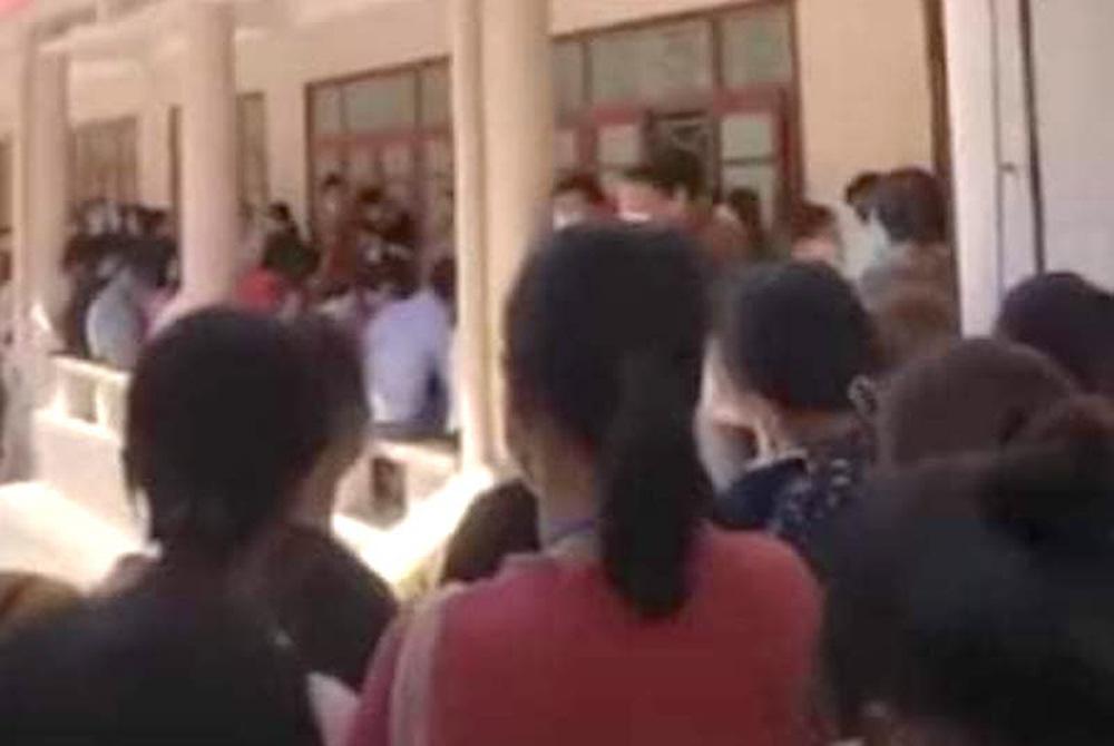 Xôn xao clip trường Đại học Vinh tổ chức thi đông người trong mùa dịch Covid-19-3