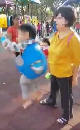 Con gái chiếm xích đu ở công viên không cho bạn chơi cùng, 3 người mẹ có cách xử lý khác nhau, dân mạng tranh cãi ai mới đúng?-2