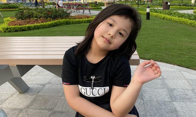 Con gái Jennifer Phạm càng lớn càng xinh như búp bê: Lúi húi làm 1 việc bên mẹ mà được khen nức nở vì ngoan-2