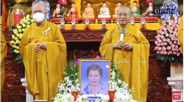 Lễ cầu siêu mẹ danh ca Ngọc Sơn: Xót xa nụ cười người quá cố trên di ảnh, con trai vẫn không thể có mặt vì đang cách ly-3