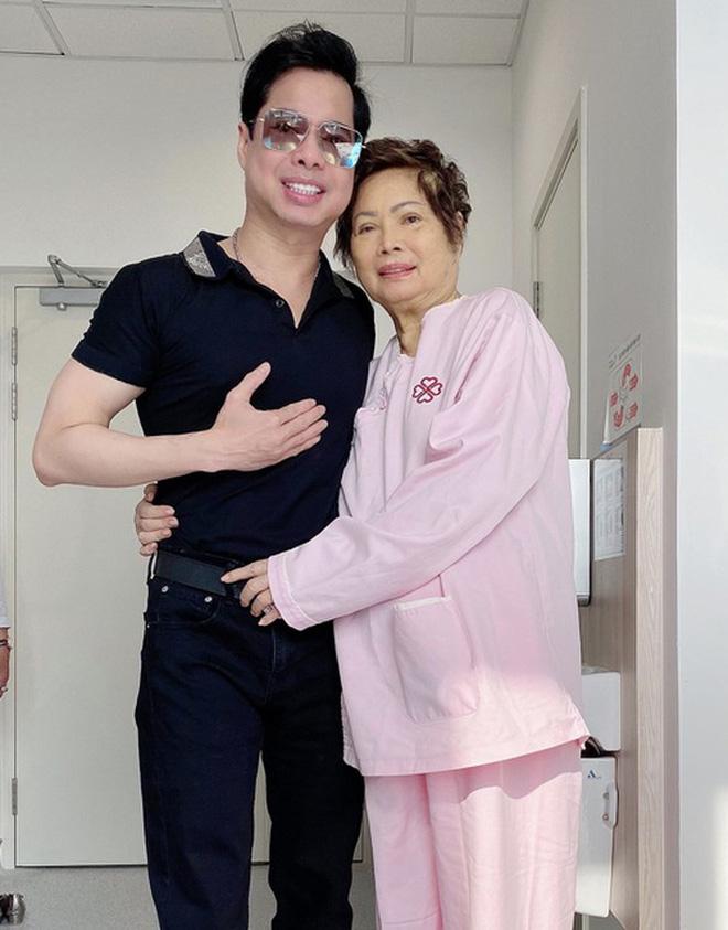 Lễ cầu siêu mẹ danh ca Ngọc Sơn: Xót xa nụ cười người quá cố trên di ảnh, con trai vẫn không thể có mặt vì đang cách ly-4