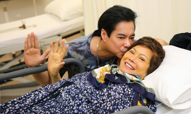 Lễ cầu siêu mẹ danh ca Ngọc Sơn: Xót xa nụ cười người quá cố trên di ảnh, con trai vẫn không thể có mặt vì đang cách ly-7