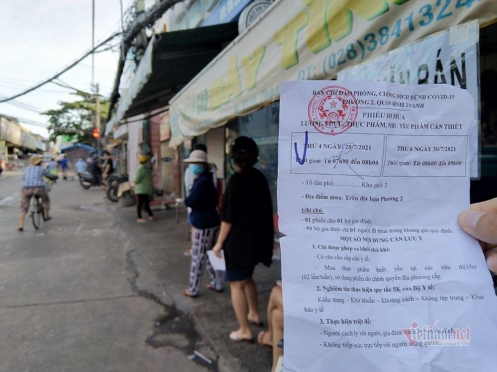 6 giờ sáng xếp hàng mua bó rau: Người Sài thành quen nếp mới-2