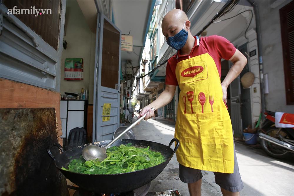 Người Hà Nội nấu cơm tặng y bác sĩ, công an làm nhiệm vụ canh gác dịch tại các chốt kiểm soát nội đô-2