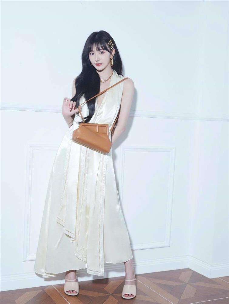 Song Hye Kyo hack tuổi tài tình đấy nhưng có qua mặt nổi Jessica thời thượng khi đụng bộ cánh na ná?-8