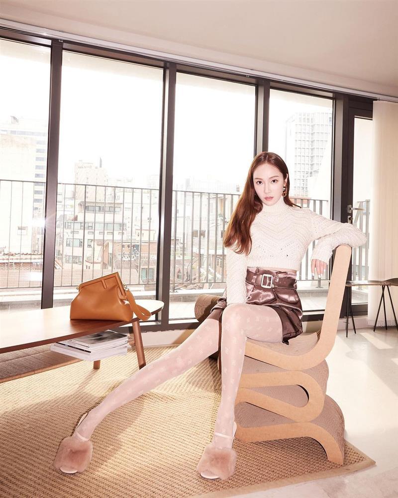 Song Hye Kyo hack tuổi tài tình đấy nhưng có qua mặt nổi Jessica thời thượng khi đụng bộ cánh na ná?-5