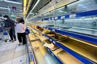 Vì sao bà nội trợ ở Hà Nội và Sài Gòn mua thịt heo khó khăn hơn?