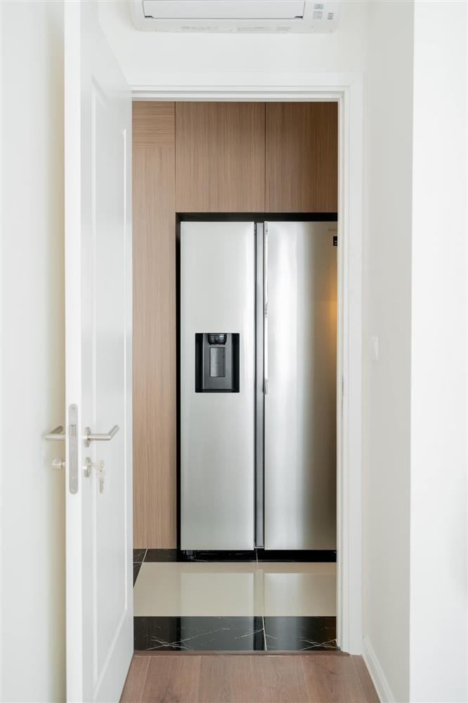Căn hộ chung cư phong cách tối giản với tone màu trắng kem đầy ấn tượng, sạch sẽ tươm tất mà không kém phần sang chảnh-12