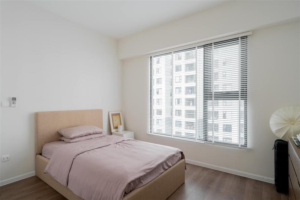 Căn hộ chung cư phong cách tối giản với tone màu trắng kem đầy ấn tượng, sạch sẽ tươm tất mà không kém phần sang chảnh-9