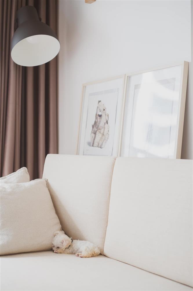 Căn hộ chung cư phong cách tối giản với tone màu trắng kem đầy ấn tượng, sạch sẽ tươm tất mà không kém phần sang chảnh-6