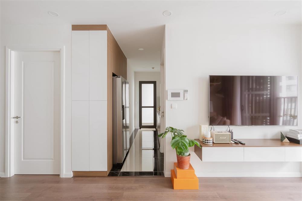 Căn hộ chung cư phong cách tối giản với tone màu trắng kem đầy ấn tượng, sạch sẽ tươm tất mà không kém phần sang chảnh-2