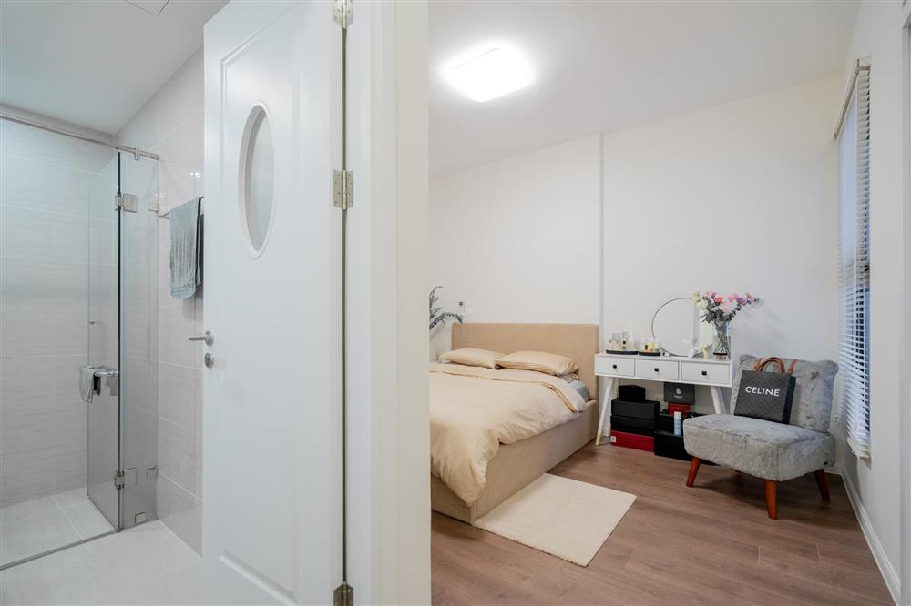 Căn hộ chung cư phong cách tối giản với tone màu trắng kem đầy ấn tượng, sạch sẽ tươm tất mà không kém phần sang chảnh-4