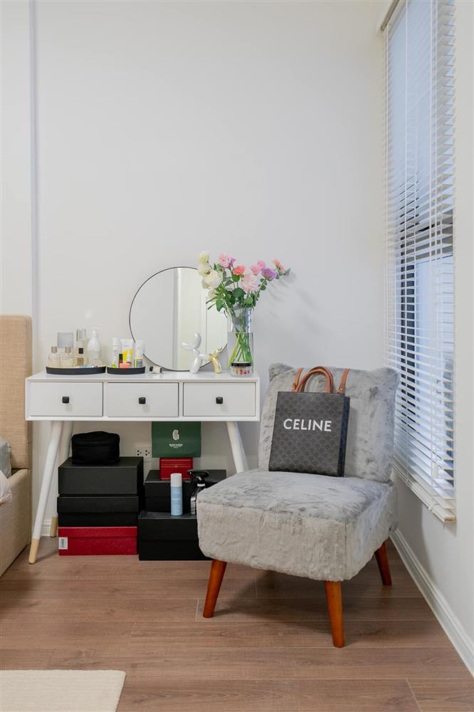 Căn hộ chung cư phong cách tối giản với tone màu trắng kem đầy ấn tượng, sạch sẽ tươm tất mà không kém phần sang chảnh-7