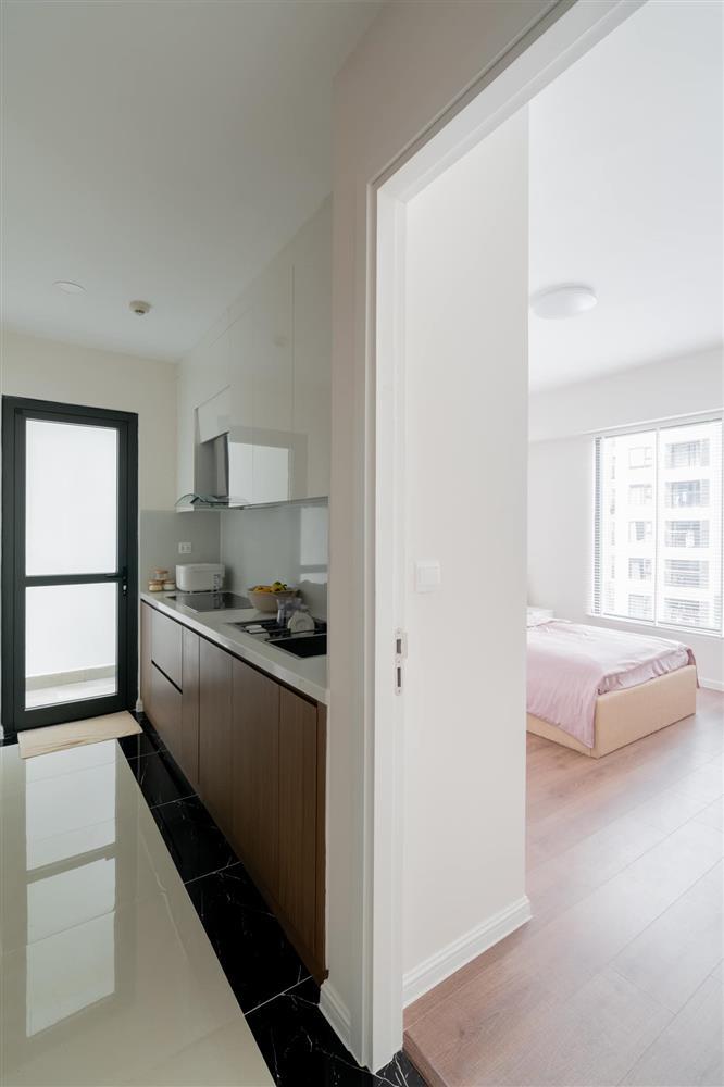 Căn hộ chung cư phong cách tối giản với tone màu trắng kem đầy ấn tượng, sạch sẽ tươm tất mà không kém phần sang chảnh-10