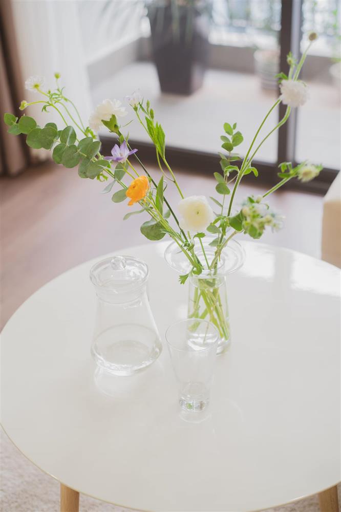 Căn hộ chung cư phong cách tối giản với tone màu trắng kem đầy ấn tượng, sạch sẽ tươm tất mà không kém phần sang chảnh-15