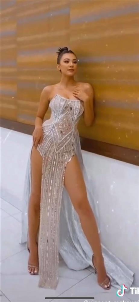 Bà xã Justin Bieber mặc đầm xẻ hiểm hóc, khiến chồng phải che chắn liên tục nhưng vẫn chưa là gì với Á hậu nóng bỏng Vbiz-10