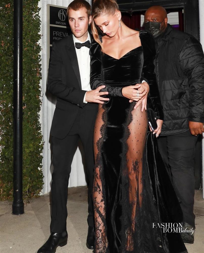 Bà xã Justin Bieber mặc đầm xẻ hiểm hóc, khiến chồng phải che chắn liên tục nhưng vẫn chưa là gì với Á hậu nóng bỏng Vbiz-6