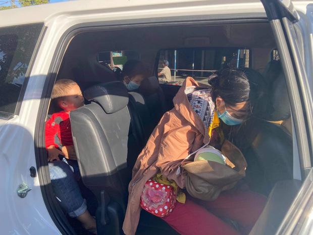 Thương cháu bé 9 ngày tuổi cùng bố mẹ vượt hơn 1.000km từ Bình Dương về quê tránh dịch trên chiếc xe máy cà tàng-7