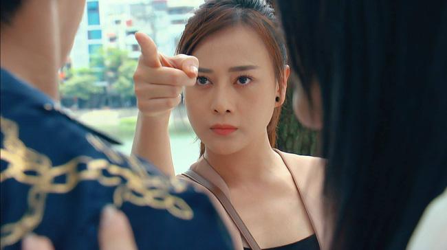 Cú chỉ tay huyền thoại của Phương Oanh vào mặt bạn diễn, 1 năm trước bị ghét, bây giờ lại được khen-1