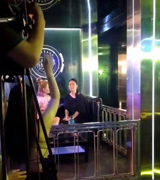Hương vị tình thân: Lộ clip bà Xuân đi bar, phát hiện bộ mặt thật của Thiên Nga?-2