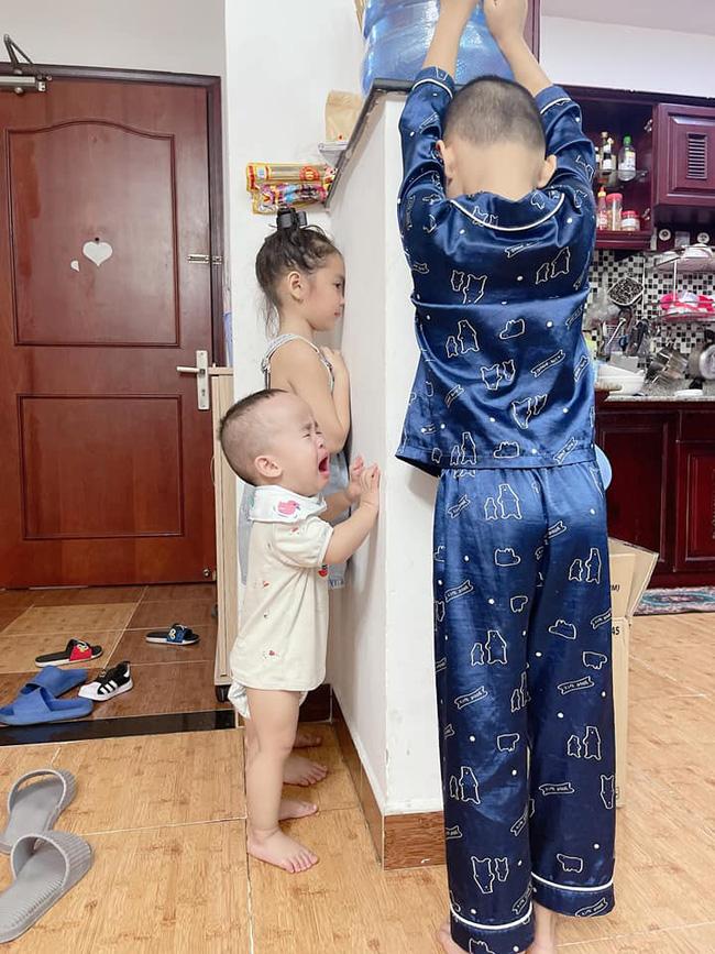 Cười mệt với màn bóc phốt của mẹ trẻ khi ở nhà mùa dịch với con, tình hình các mẹ sao rồi?-4