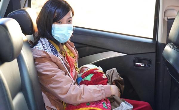 Hành trình bé 10 ngày tuổi vượt 1.500km về quê cùng bố mẹ: Được nhiều người giúp đỡ, về đến quê, vợ con khỏe em hạnh phúc lắm!-4