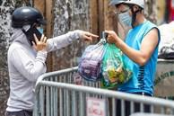 CLIP: Tiếp tế lương thực cho phường Chương Dương bị phong toả với 23 ngàn dân
