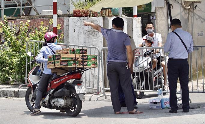 CLIP: Tiếp tế lương thực cho phường Chương Dương bị phong toả với 23 ngàn dân-6