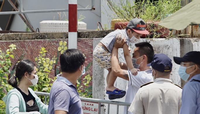 CLIP: Tiếp tế lương thực cho phường Chương Dương bị phong toả với 23 ngàn dân-3