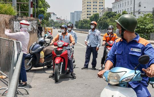 CLIP: Tiếp tế lương thực cho phường Chương Dương bị phong toả với 23 ngàn dân-14