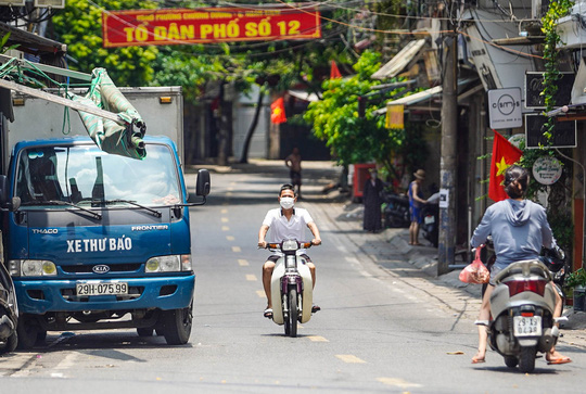 CLIP: Tiếp tế lương thực cho phường Chương Dương bị phong toả với 23 ngàn dân-21