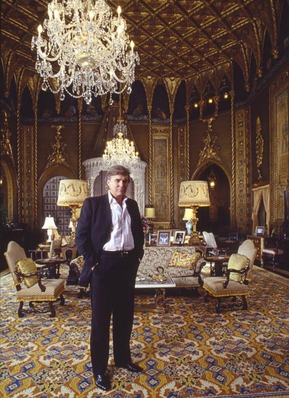 Cận cảnh biệt thự nguy nga nơi Donald Trump ở sau khi rời Nhà Trắng, riêng phòng khiêu vũ cũng được dát 7 triệu đô vàng lá-1