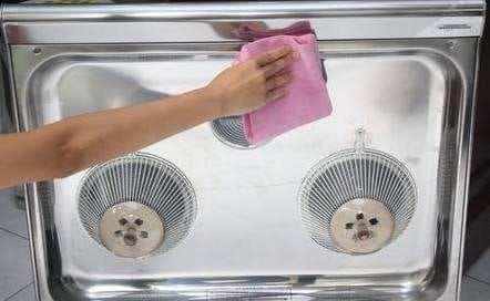 Không cần tháo máy hút mùi của bếp nếu bị bẩn, hãy làm sạch nó bằng mẹo này-1