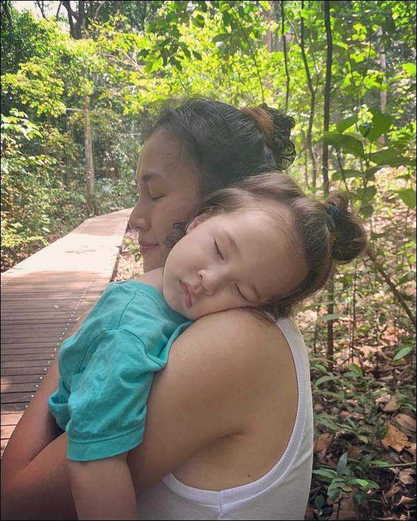 Quý tửlai Tây nhà MC Hoàng Oanh chưa đầy 1 tuổi đã biết chạy, luôn vui vẻ, tự tinnhờ cách chăm sóc và giáo dục của mẹ-7